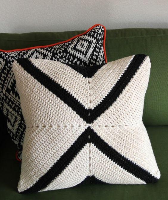 Modern X Crochet Pillow | Comfy crochet meets modern decor in this easy crochet pillow pattern.