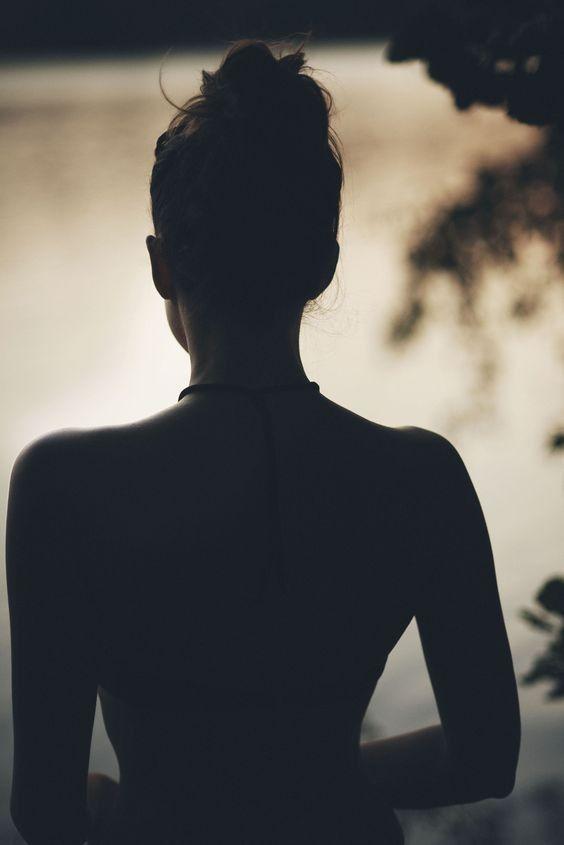 Pin De Elizabeth De Leon En Female Beauty Fotos De Espalda Silueta De Chica Silueta De Mujer