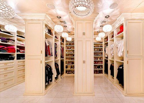 Begehbarer Kleiderschrank Luxus Frau