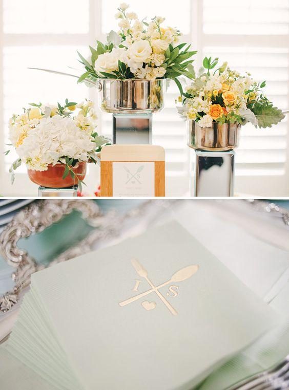 Saucepans flower and centerpieces on pinterest for Kitchen arrangements photos