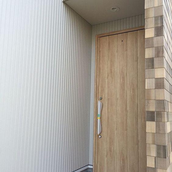 玄関 入り口 ウッドシェイク サイディング ニチハ 玄関ドア などのインテリア実例 2016 06 12 14 12 10 Roomclip ルームクリップ ヴェナート 玄関ドア 玄関