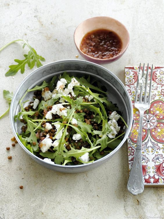 Salade de lentilles, roquette et feta - Découvrez comment réaliser facilement une recette de salade de lentilles, roquette et feta en suivant les étapes simples de notre préparation. Un délicieux plat qui plaira à tous !