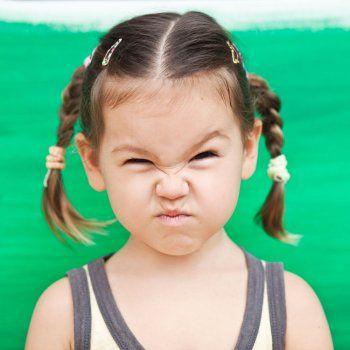 Ira, soberbia, envidia... son contravalores que no hacen ningún bien a tu hijo. Enséñale a controlar estos sentimientos.: