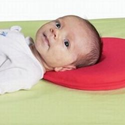 Our Babymoov Lovenest pillow prevents flat head and allows baby to freely move their head! Available in green, red, brown and lavender