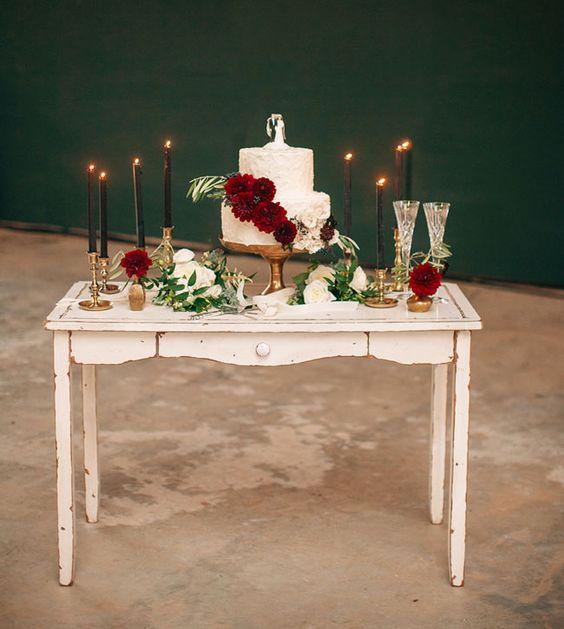 tabla de la torta de la baya romántica