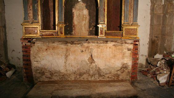 La fachada de cemento ya se ha demolido para exponer el banco original del siglo XVIII.