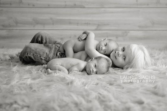 Amazing sibling pose