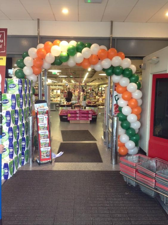 Balloon Arch in Place for Supervalu #waterford #balloons