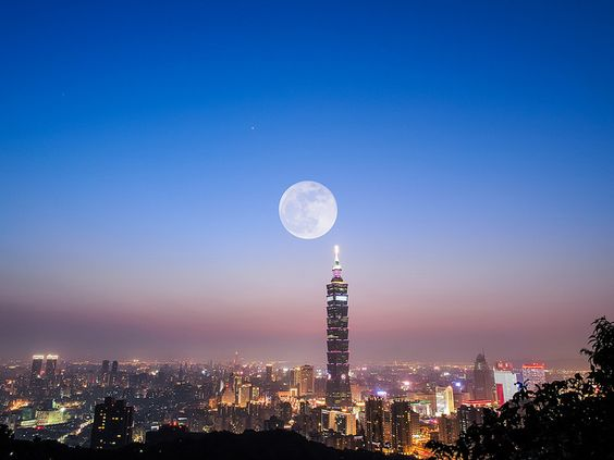 Super Moon with Taipei 101 by 范植然 攝影札記, via Flickr