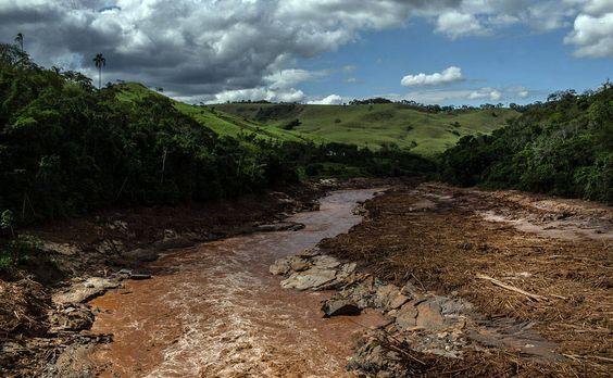 | O CAMINHO DA LAMA 10 | Rio Doce, na cidade homônima que recebeu destroços da tragédia de Mariana (MG)