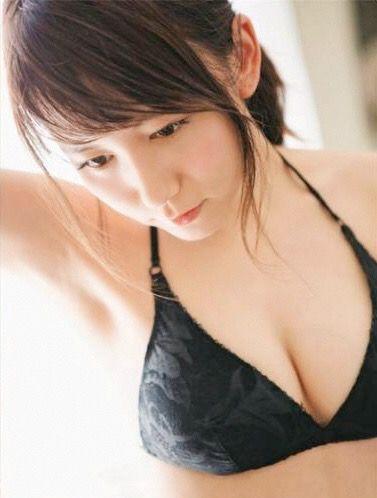 黒い水着の大場美奈