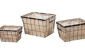 Love the burlap baskets.