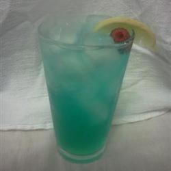 Electric Lemonade  1 (1.5 fluid ounce) jigger citron vodka  1/2 fluid ounce Blue Curacao  2 fluid ounces sour mix  1 (12 fluid ounce) can or bottle lemon-lime flavored carbonated beverage  1 lemon - cut into wedges, for garnish