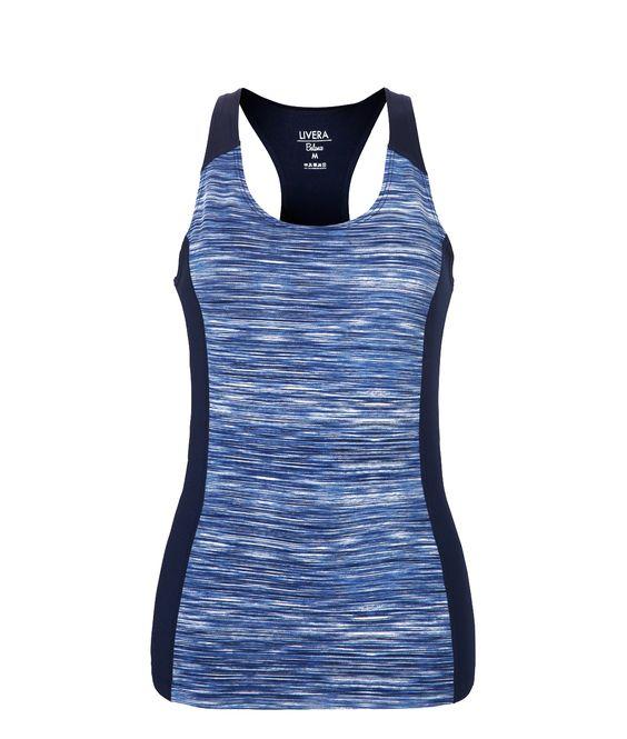 Sportliches Top der niederländischen Lingerie-Marke Livera in einem modernen graphischen Hellblau mit dunklen Seiten. Der schöne Racerback-Rücken betont Deine sportlichen Kurven! Ein funktionaler und modischer Begleiter für all deine sportlichen Aktivitäten wie Jogging, Yoga oder Kraftsport. Ergänze Dein Outfit mit den passenden Livera-Leggings!