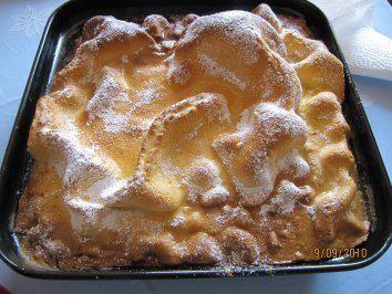 Das perfekte Kuchen:Huckelkuchen-Rezept mit Bild und einfacher Schritt-für-Schritt-Anleitung: Die Eigelb kräftig verschlagen, dann Öl und Schnaps…