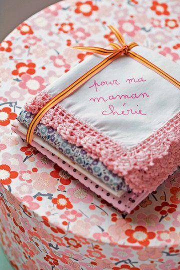 Des mouchoirs en tissu personnalisés pour la fête des mères ...