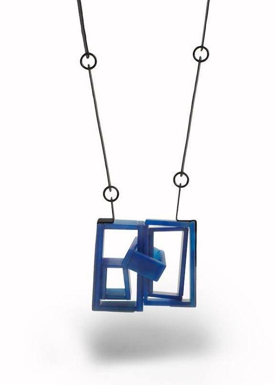 Julia Obermaier  Necklace 'Space between' agate, silver, resin, pigment  2017   MJW 2018 n°42  'Die Denkende Haut- The Perfect Sense'