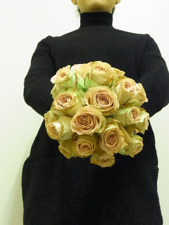 Color : Antique Pink x Green Roses