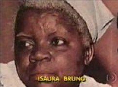 """A personagem """"Mamãe Dolores"""", interpretada pela atriz negra Isaura Bruno, era  extremamente bem quista pelos telespectadores.  Apesar da empatia despertada no público por uma  atriz negra, nos anos seguintes pouco se viu de personagens importantes interpretados por atores e  atrizes negras na teledramaturgia brasileira. Na década de 60, entre os atores que se consagraram  como ídolos nacionais, nenhum era negro, nem mesmo Isaura Bruno. Ruth de Souza é uma atriz negra pioneira no teatro, no"""
