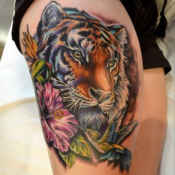 Divino Tigre entre Flores