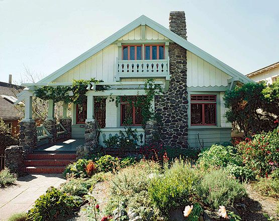 House styles the craftsman bungalow crafts for Chalet style bungalow images