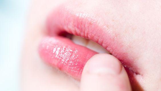 Volle Lippen: Booster aus Vaseline und Zimtöl selber anmischen - Frauenzimmer.de