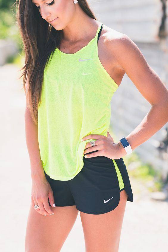 nike free running, nike activewear, nike women flyknit, cute workout outfit, fitness inspiration, athleisure // @asoutherndrawl