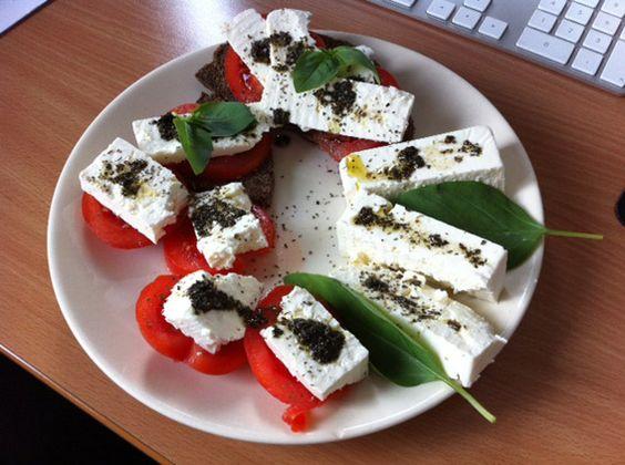 brot-feta-tomaten http://www.konzelmanns.de/low-carb-rezepte-kohlenhydrat-reduzierte-gerichte-kochen/index.htm