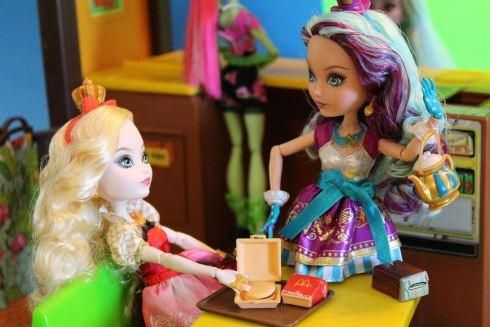 Dolly Review: Ever After High Apple White and Maddie Hatter