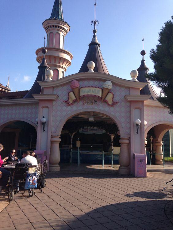 Let's have some gelato to beat the heat? #Disneyland