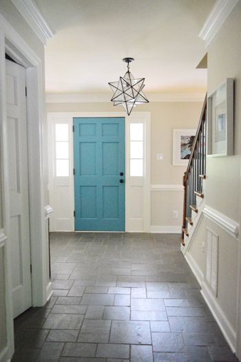 I love the coloured front door and star chandelier!