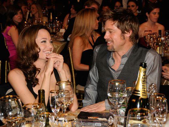 Fotos que mostram Angelina Jolie e Brad Pitt apaixonados durante os anos