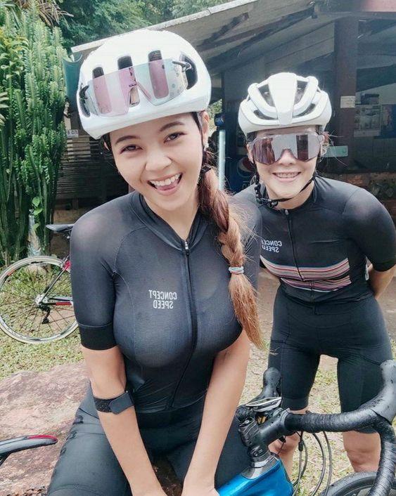 美女騎腳踏車 都有戴好安全帽 真讚》#Cute #Girl #Pretty #Girls #漂亮 #可愛 #青春活力