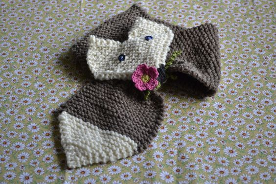 Cute fox scarf tutorial.  Blog in Italian and Google Translate makes a bit of a hash of the written instructions, but simple stitches and lots of pics means this could be hacked by an intermediate knitter.