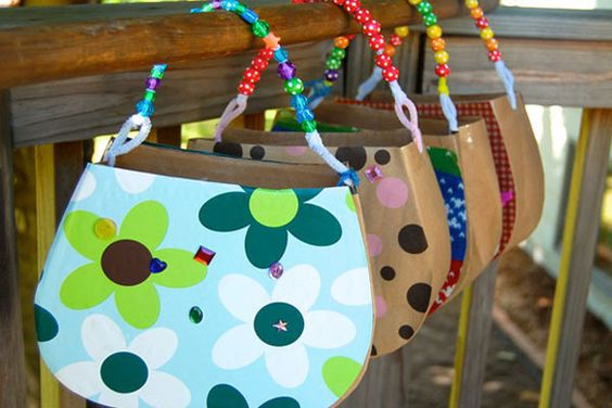 Bolsos de cartón decorados