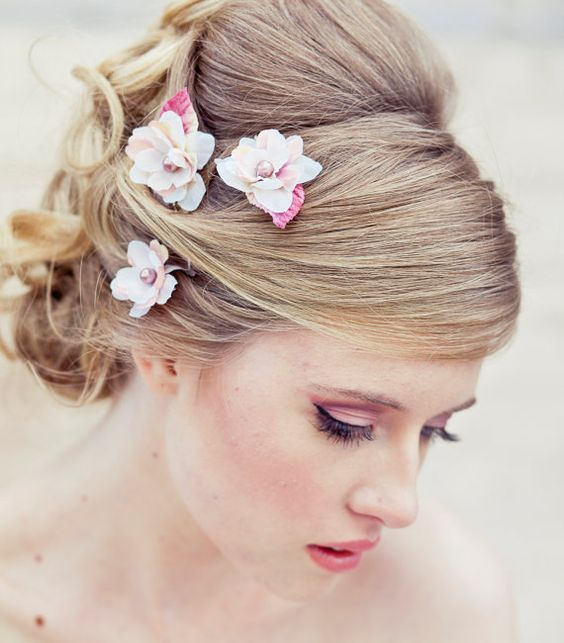 Wedding hair accessory, Set of three flower bobby pins in ivory and pink, wedding flower bobby pins