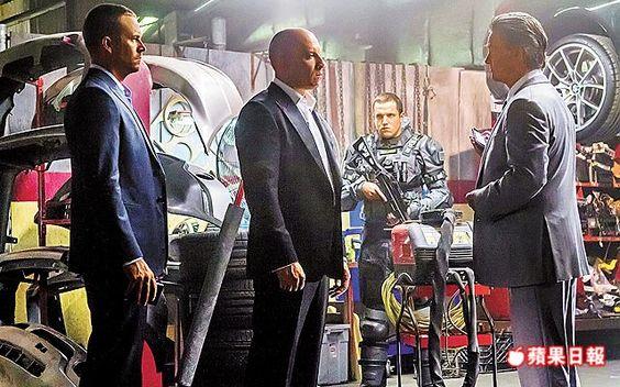 保羅沃克(左起)和馮狄索在《玩命關頭7》攜手奮戰,右為資深影星寇特羅素。
