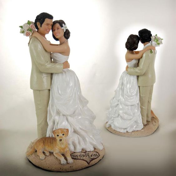 wedding cake toppers that look like bride and groom customized wedding cake toppers are sculpted to look like 26608