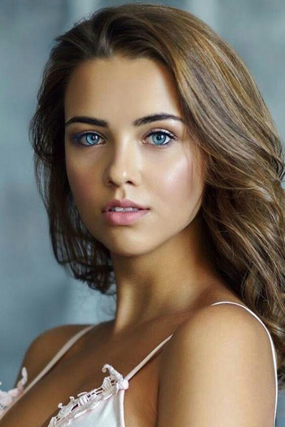 Many beautiful women so 3 reasons