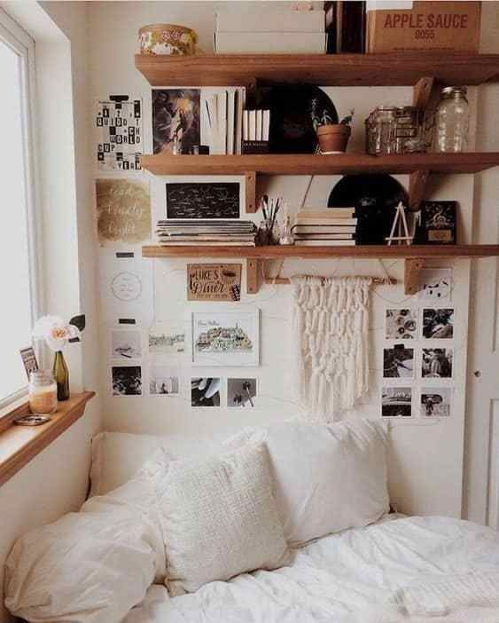 The Mid Century Modern Decor On A Budget That S Perfect For Your Dorm Room Home Decor Bedroom Home Decor Small Bedroom Ideas On A Budget
