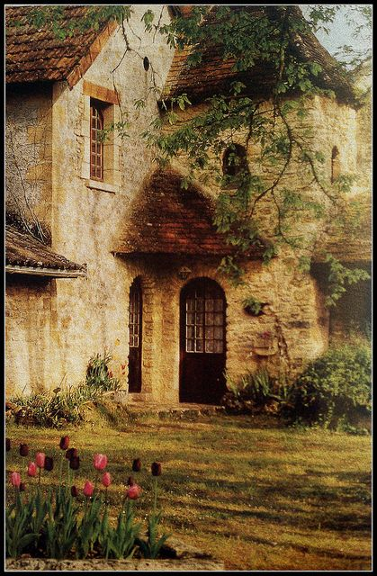 Saint-Leon-sur Vézère  In the Dordogne on Flicker   #Frankrijk #France…