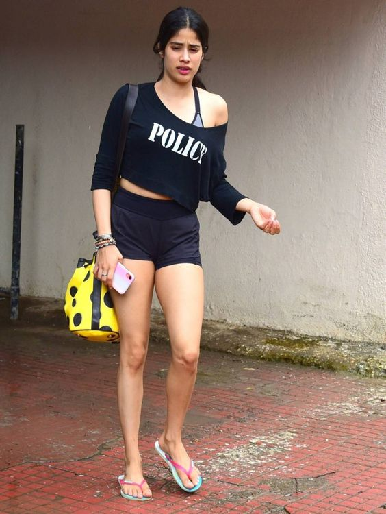 Janhvi Kapoor looks stunning in her look at workout