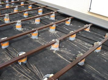 terrasse sur pilotis diy en composite lames et lambourdes ... - Poser Une Terrasse En Composite Sur Dalle Beton