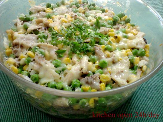 Sajtos-sonkás saláta, hidegen és melegen is fogyasztható csodás étel! Ezt még a férfiak is szeretik :)