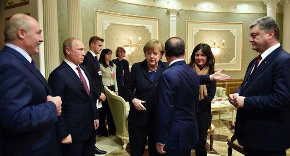Los mandatarios de Rusia, Ucrania, Francia y Alemania, reunidos el miércoles en Minsk para buscar una solución a la crisis ucraniana, negociaban intensamente entrada ya la madrugada en la que, para muchos, es la última oportunidad para la paz.