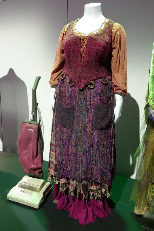Hocus Pocus Mary Sanderson Costume And Vacuum Cleaner Mary Sanderson Costume Mary Sanderson Costumes