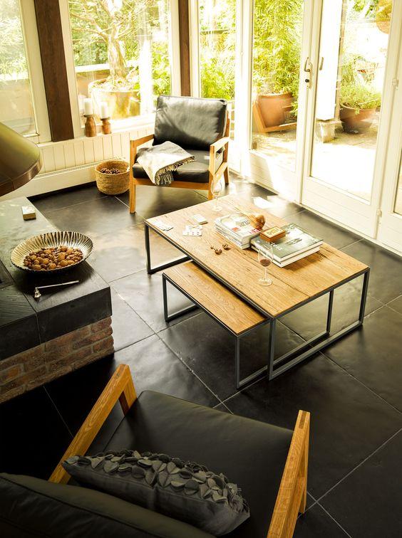 Micasa Wohnzimmer mit Salontisch ARNDT und Stühle aus dem Programm SCHAI