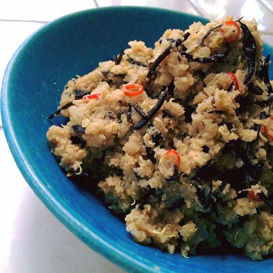 """Spicy fried OKARA with quinoa & marine-plants""""Me-Hijiki""""/キヌアと芽ひじき入り、スパイシーなおから炒め"""