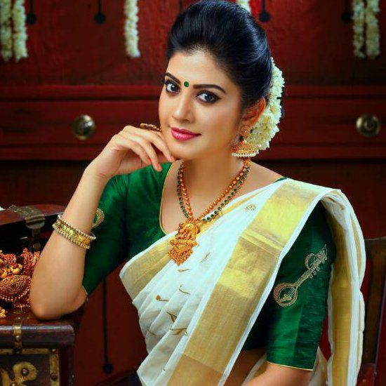 Onam Look Of Your Favorite Heroines Kerala Saree Blouse Designs Kerala Saree Blouse Kasavu Saree