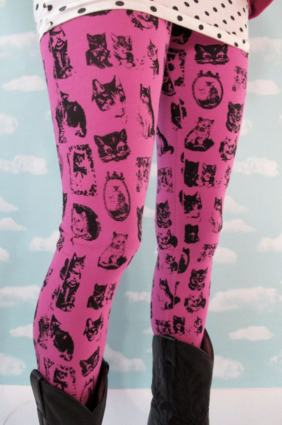 On etsy : Joseph Aaron Segal store. #cats #fashion    Pink Kitty Leggings. Large. $48,00, via Etsy.